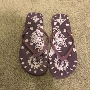 Lucky Brand purple flip flops
